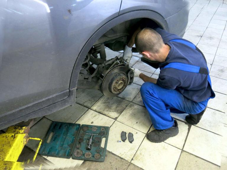 Замена тормозных колодок в Нижнем